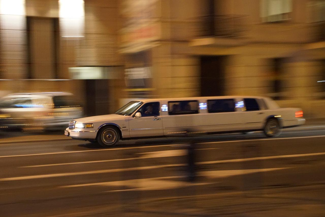 Een spetterende aankomst? Huur een limousine
